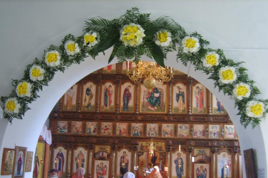 Украшение Храмов живыми цветами уже стало традицией и неотъемлемой частью  проведения богослужений двунадесятых праздников. c7aed4b197d